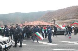 Трета блокада на Е-79. Три часа игра на нерви между полиция и протестиращи