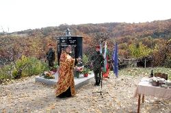 Родолюбиви българи построиха войнишки паметник в село Махалата