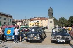 Те са красиви, лъскави и аристократични! Парад на над 50 ретро коли в центъра на Благоевград зарадва деца и възрастни!