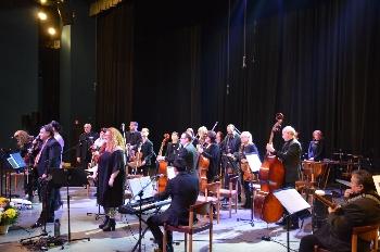 Защо Операта стасамо брошка в ревера културата в Благоевград