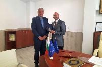 Областният управител връчи почетен знак на новия районен мюфтия