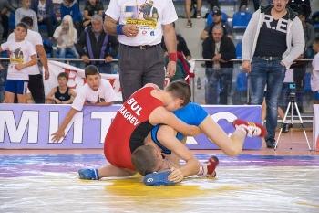 Състезатели от 24 спортни клуба мериха сили в турнир по борба в Петрич