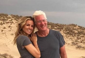 Ричърд Гиър мипод венчилото с 33 години по-млада жена