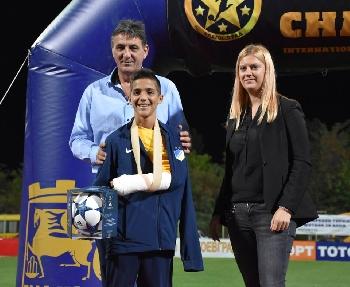 City Cash зарадва с уникална топка най-борбения футболист на детския турнир в Благоевград