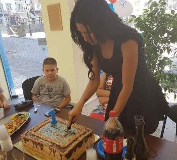 С нови дрехи и учебни пособия City Cash зарадва бъдещ първокласник от Петрич